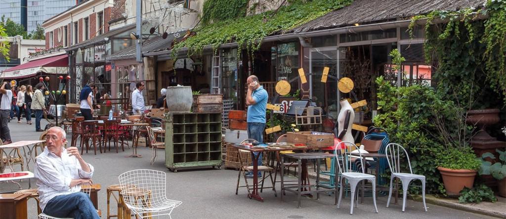 Paris flea markets: antique stores at St Ouen flea market / Puces de Clignancourt