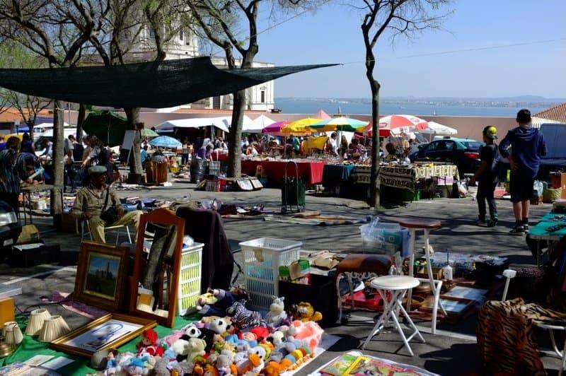 Feira da Ladra flea market Lisboa 002