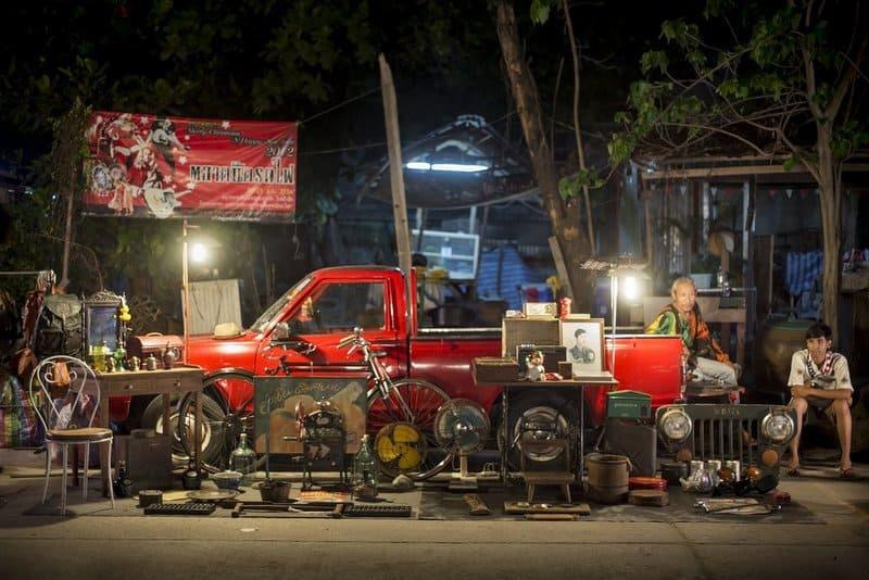 Talad Rot Fai flea market Bangkok Copyright L.Creaser
