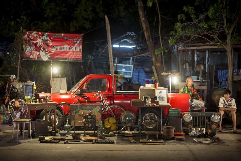 Talad Rot Fai flea market Bangkok - Copyright Lorraine Creaser -004