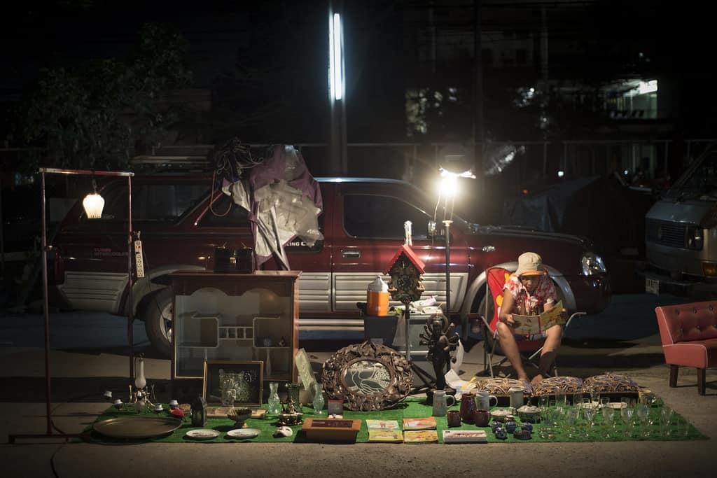 Talad Rot Fai flea market Bangkok - Copyright Lorraine Creaser -008