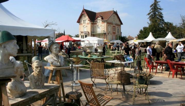marché à la brocante et aux antiquités Isle sur la Sorgue 2