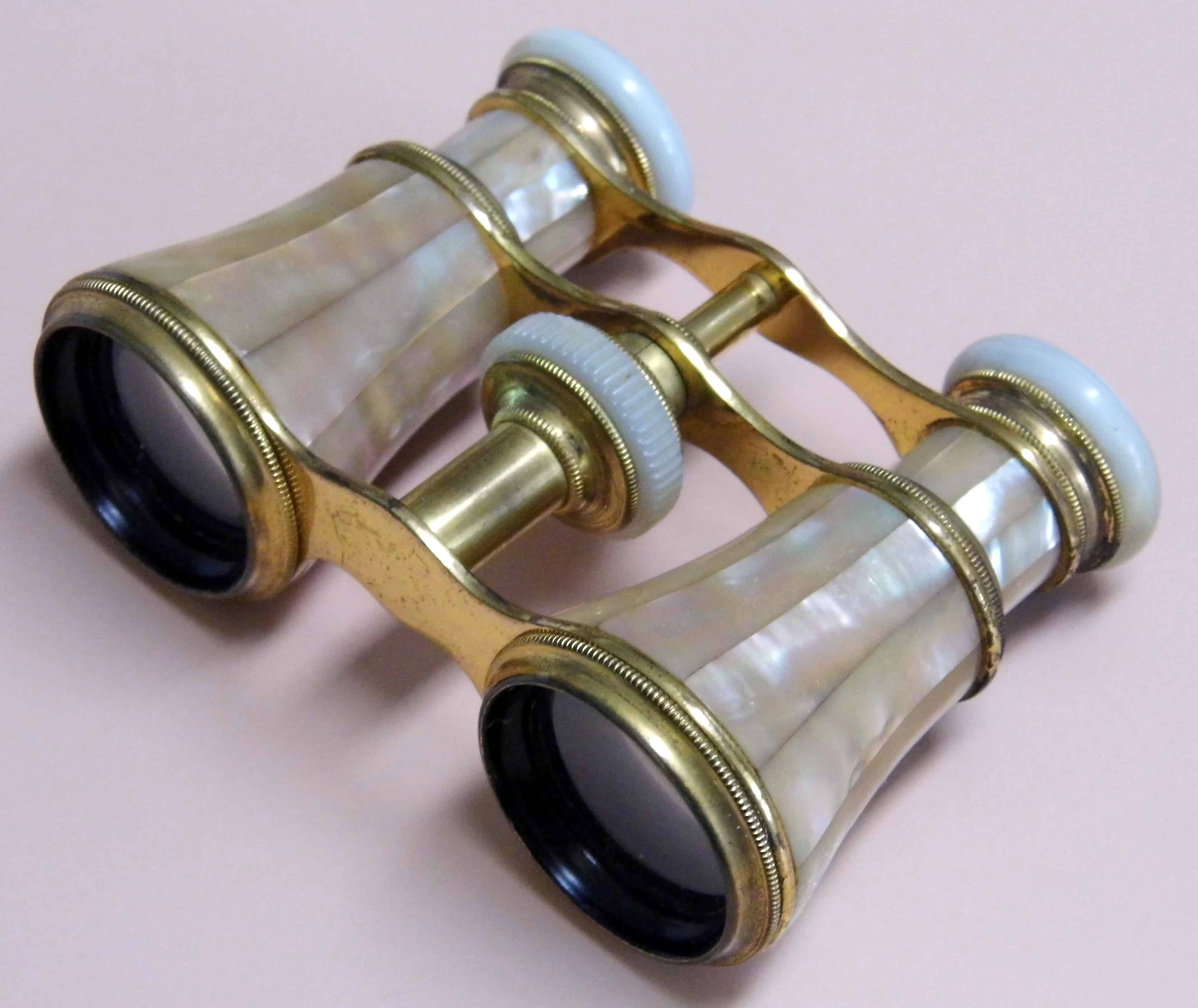 Mother of Pearl Opera Glasses © Wikimedia Commons