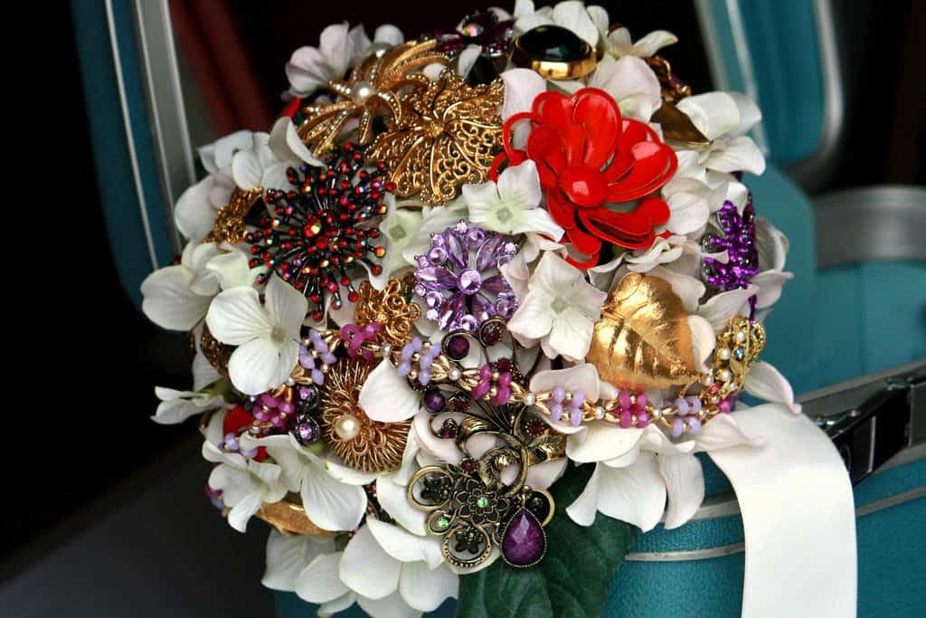 Vintage Bridal Brooch Bouquet © OneWed