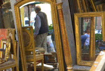 How To Shop Antique Mirrors © Giangi Genta
